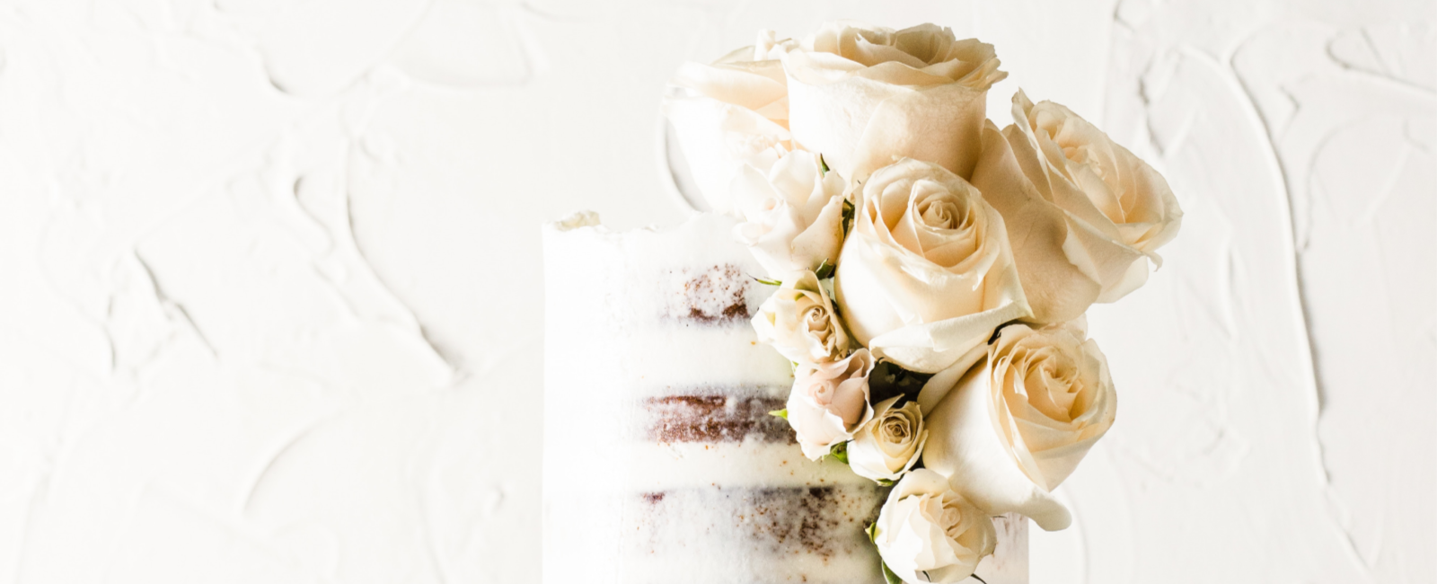 Modern naked cake with flowers